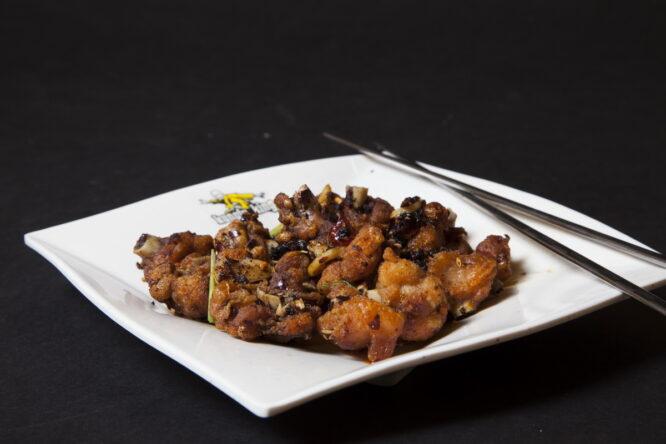 Aripioare Nai Nai - Pui şi Raţă - Restaurantul cu specific chinezesc, KungFu King, cu livrare la domiciliu vă oferă cea mai bună mâncare chinezească din Bucureşti, fapt confirmat de clienţii noştri. Acum puteţi face comanda online şi vă puteţi, astfel, bucura de ofertele speciale oferite de restaurantul chinezesc KungFu King din Bucureşti.