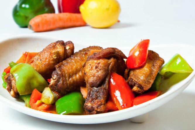 Aripioare KungFu-King - Pui şi Raţă - Restaurantul cu specific chinezesc, KungFu King, cu livrare la domiciliu vă oferă cea mai bună mâncare chinezească din Bucureşti, fapt confirmat de clienţii noştri. Acum puteţi face comanda online şi vă puteţi, astfel, bucura de ofertele speciale oferite de restaurantul chinezesc KungFu King din Bucureşti.