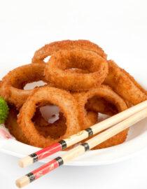 Inele de ceapă - Aperitive şi salate - Restaurantul cu specific chinezesc, KungFu King, cu livrare la domiciliu vă oferă cea mai bună mâncare chinezească din Bucureşti, fapt confirmat de clienţii noştri. Acum puteţi face comanda online şi vă puteţi, astfel, bucura de ofertele speciale oferite de restaurantul chinezesc KungFu King din Bucureşti.