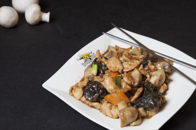 Pui cu ciuperci - Pui şi Raţă - Restaurantul cu specific chinezesc, KungFu King, cu livrare la domiciliu vă oferă cea mai bună mâncare chinezească din Bucureşti, fapt confirmat de clienţii noştri. Acum puteţi face comanda online şi vă puteţi, astfel, bucura de ofertele speciale oferite de restaurantul chinezesc KungFu King din Bucureşti.