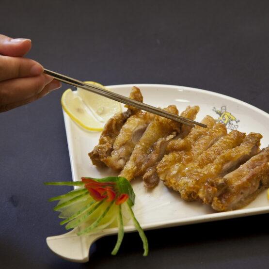 Pui cu lămâie - Pui şi Raţă - Restaurantul cu specific chinezesc, KungFu King, cu livrare la domiciliu vă oferă cea mai bună mâncare chinezească din Bucureşti, fapt confirmat de clienţii noştri. Acum puteţi face comanda online şi vă puteţi, astfel, bucura de ofertele speciale oferite de restaurantul chinezesc KungFu King din Bucureşti.