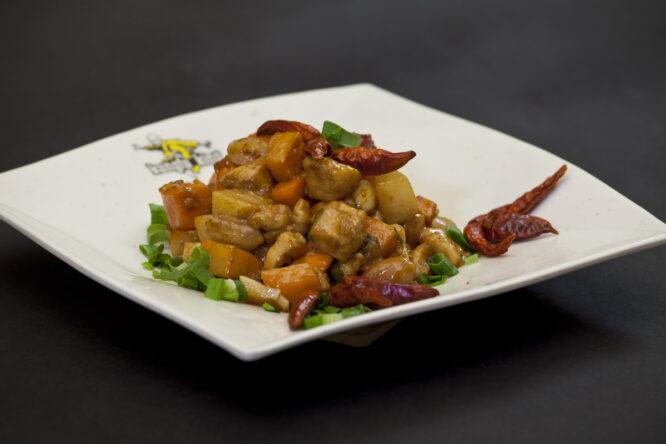 Pui Gong Bao - Pui şi Raţă - Restaurantul cu specific chinezesc, KungFu King, cu livrare la domiciliu vă oferă cea mai bună mâncare chinezească din Bucureşti, fapt confirmat de clienţii noştri. Acum puteţi face comanda online şi vă puteţi, astfel, bucura de ofertele speciale oferite de restaurantul chinezesc KungFu King din Bucureşti.