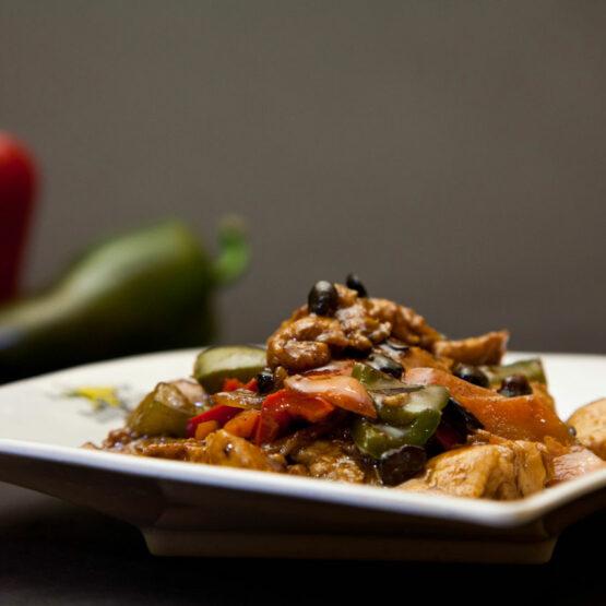 Pui pe plită încinsă - Pui şi Raţă - Restaurantul cu specific chinezesc, KungFu King, cu livrare la domiciliu vă oferă cea mai bună mâncare chinezească din Bucureşti, fapt confirmat de clienţii noştri. Acum puteţi face comanda online şi vă puteţi, astfel, bucura de ofertele speciale oferite de restaurantul chinezesc KungFu King din Bucureşti.