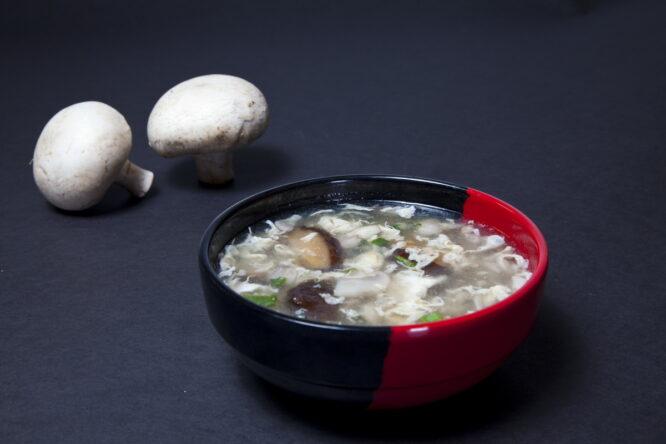 Supă de ciuperci – Supe - Restaurantul cu specific chinezesc, KungFu King, cu livrare la domiciliu vă oferă cea mai bună mâncare chinezească din Bucureşti, fapt confirmat de clienţii noştri. Acum puteţi face comanda online şi vă puteţi, astfel, bucura de ofertele speciale oferite de restaurantul chinezesc KungFu King din Bucureşti.