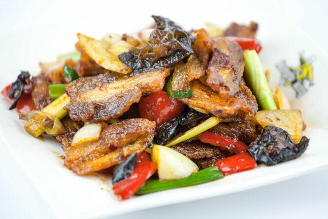 Porc picant - Porc - Restaurantul cu specific chinezesc, KungFu King, cu livrare la domiciliu vă oferă cea mai bună mâncare chinezească din Bucureşti, fapt confirmat de clienţii noştri. Acum puteţi face comanda online şi vă puteţi, astfel, bucura de ofertele speciale oferite de restaurantul chinezesc KungFu King din Bucureşti.