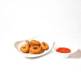 Calamari pane - Fructe de mare - Restaurantul cu specific chinezesc, KungFu King, cu livrare la domiciliu vă oferă cea mai bună mâncare chinezească din Bucureşti, fapt confirmat de clienţii noştri. Acum puteţi face comanda online şi vă puteţi, astfel, bucura de ofertele speciale oferite de restaurantul chinezesc KungFu King din Bucureşti.