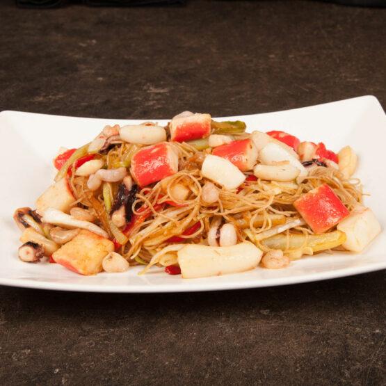 Noodles cu fructe de mare – Noodles - Restaurantul cu specific chinezesc, KungFu King, cu livrare la domiciliu vă oferă cea mai bună mâncare chinezească din Bucureşti, fapt confirmat de clienţii noştri. Acum puteţi face comanda online şi vă puteţi, astfel, bucura de ofertele speciale oferite de restaurantul chinezesc KungFu King din Bucureşti.