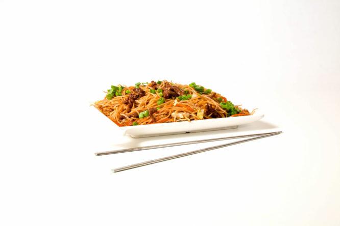 Noodles cu vită – Noodles - Restaurantul cu specific chinezesc, KungFu King, cu livrare la domiciliu vă oferă cea mai bună mâncare chinezească din Bucureşti, fapt confirmat de clienţii noştri. Acum puteţi face comanda online şi vă puteţi, astfel, bucura de ofertele speciale oferite de restaurantul chinezesc KungFu King din Bucureşti.