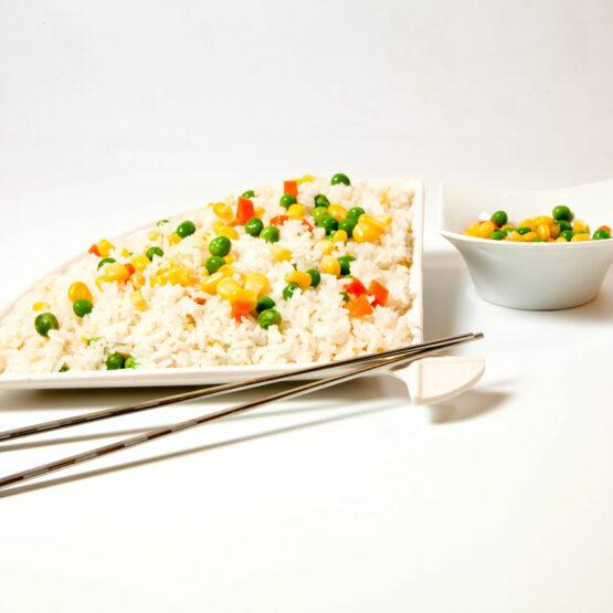 Orez cu legume – Garnituri - Restaurantul cu specific chinezesc, KungFu King, cu livrare la domiciliu vă oferă cea mai bună mâncare chinezească din Bucureşti, fapt confirmat de clienţii noştri. Acum puteţi face comanda online şi vă puteţi, astfel, bucura de ofertele speciale oferite de restaurantul chinezesc KungFu King din Bucureşti.
