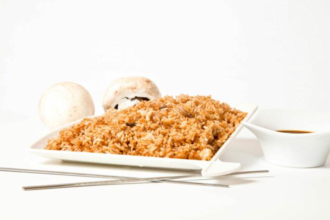Orez cu soia şi ciuperci – Garnituri - Restaurantul cu specific chinezesc, KungFu King, cu livrare la domiciliu vă oferă cea mai bună mâncare chinezească din Bucureşti, fapt confirmat de clienţii noştri. Acum puteţi face comanda online şi vă puteţi, astfel, bucura de ofertele speciale oferite de restaurantul chinezesc KungFu King din Bucureşti.