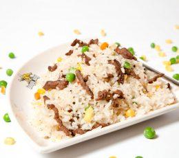 Orez cu vită – Garnituri - Restaurantul cu specific chinezesc, KungFu King, cu livrare la domiciliu vă oferă cea mai bună mâncare chinezească din Bucureşti, fapt confirmat de clienţii noştri. Acum puteţi face comanda online şi vă puteţi, astfel, bucura de ofertele speciale oferite de restaurantul chinezesc KungFu King din Bucureşti.