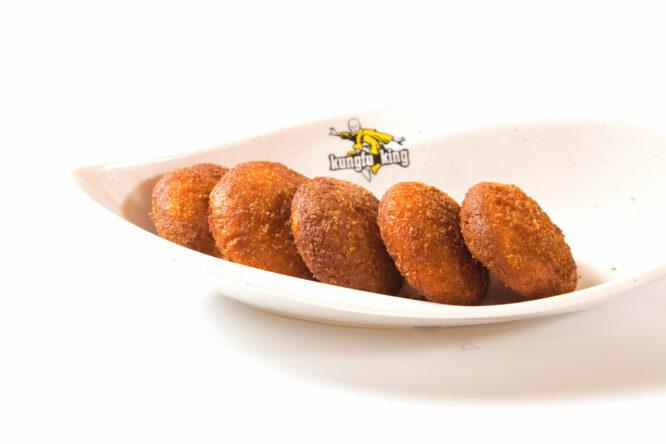 Plăcinţele din dovlecel – Desert - Restaurantul cu specific chinezesc, KungFu King, cu livrare la domiciliu vă oferă cea mai bună mâncare chinezească din Bucureşti, fapt confirmat de clienţii noştri. Acum puteţi face comanda online şi vă puteţi, astfel, bucura de ofertele speciale oferite de restaurantul chinezesc KungFu King din Bucureşti. Vă invităm să încercaţi un desert absolut delicios marca KungFu-King.