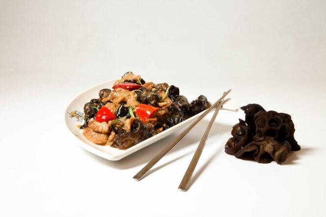 Porc cu urechi de lemn - Porc - Restaurantul cu specific chinezesc, KungFu King, cu livrare la domiciliu vă oferă cea mai bună mâncare chinezească din Bucureşti, fapt confirmat de clienţii noştri. Acum puteţi face comanda online şi vă puteţi, astfel, bucura de ofertele speciale oferite de restaurantul chinezesc KungFu King din Bucureşti.