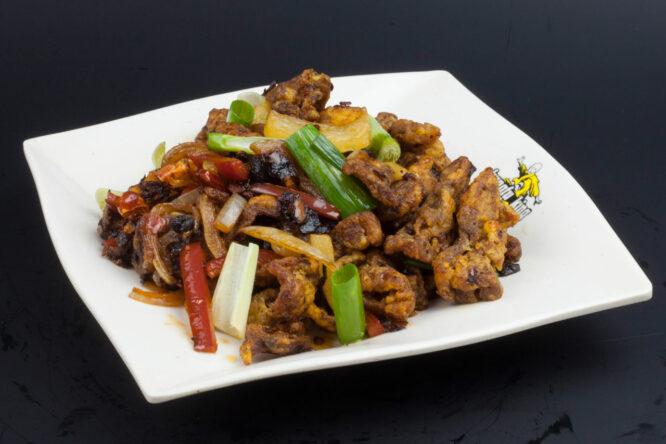 Raţă picantă - Pui şi Raţă - Restaurantul cu specific chinezesc, KungFu King, cu livrare la domiciliu vă oferă cea mai bună mâncare chinezească din Bucureşti, fapt confirmat de clienţii noştri. Acum puteţi face comanda online şi vă puteţi, astfel, bucura de ofertele speciale oferite de restaurantul chinezesc KungFu King din Bucureşti.