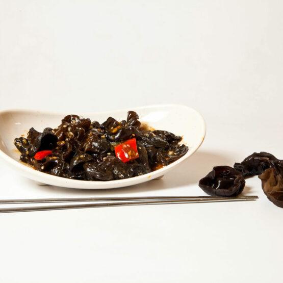 Urechi de lemn cu sos şi usturoi – Preparate de post - Restaurantul cu specific chinezesc, KungFu King, cu livrare la domiciliu vă oferă cea mai bună mâncare chinezească din Bucureşti, fapt confirmat de clienţii noştri. Acum puteţi face comanda online şi vă puteţi, astfel, bucura de ofertele speciale oferite de restaurantul chinezesc KungFu King din Bucureşti.