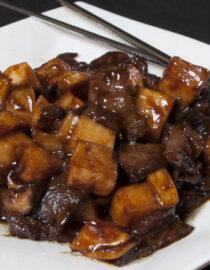 Vită cu bambus - Vită - Restaurantul cu specific chinezesc, KungFu King, cu livrare la domiciliu vă oferă cea mai bună mâncare chinezească din Bucureşti, fapt confirmat de clienţii noştri. Acum puteţi face comanda online şi vă puteţi, astfel, bucura de ofertele speciale oferite de restaurantul chinezesc KungFu King din Bucureşti.