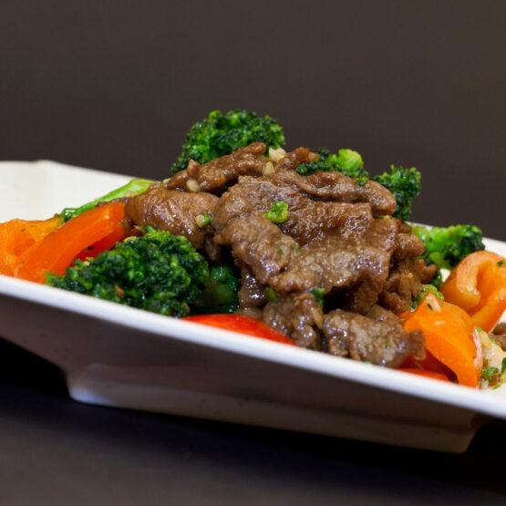 Vită cu broccoli - Vită - Restaurantul cu specific chinezesc, KungFu King, cu livrare la domiciliu vă oferă cea mai bună mâncare chinezească din Bucureşti, fapt confirmat de clienţii noştri. Acum puteţi face comanda online şi vă puteţi, astfel, bucura de ofertele speciale oferite de restaurantul chinezesc KungFu King din Bucureşti.