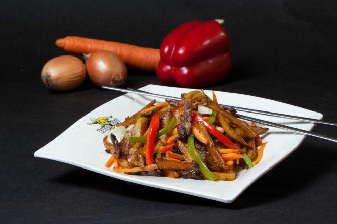 Vită cu cartofi - Vită - Restaurantul cu specific chinezesc, KungFu King, cu livrare la domiciliu vă oferă cea mai bună mâncare chinezească din Bucureşti, fapt confirmat de clienţii noştri. Acum puteţi face comanda online şi vă puteţi, astfel, bucura de ofertele speciale oferite de restaurantul chinezesc KungFu King din Bucureşti.