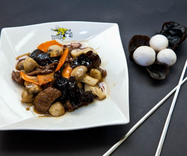 Vită cu ciuperci - Vită - Restaurantul cu specific chinezesc, KungFu King, cu livrare la domiciliu vă oferă cea mai bună mâncare chinezească din Bucureşti, fapt confirmat de clienţii noştri. Acum puteţi face comanda online şi vă puteţi, astfel, bucura de ofertele speciale oferite de restaurantul chinezesc KungFu King din Bucureşti.