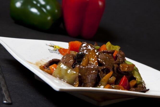 Vită cu legume - Vită - Restaurantul cu specific chinezesc, KungFu King, cu livrare la domiciliu vă oferă cea mai bună mâncare chinezească din Bucureşti, fapt confirmat de clienţii noştri. Acum puteţi face comanda online şi vă puteţi, astfel, bucura de ofertele speciale oferite de restaurantul chinezesc KungFu King din Bucureşti.