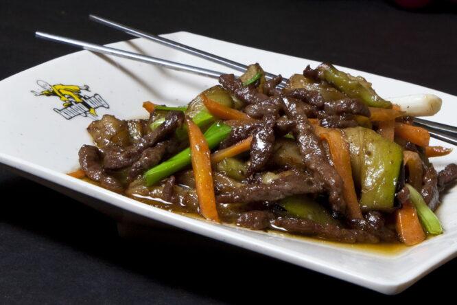 Vită cu vinete - Vită - Restaurantul cu specific chinezesc, KungFu King, cu livrare la domiciliu vă oferă cea mai bună mâncare chinezească din Bucureşti, fapt confirmat de clienţii noştri. Acum puteţi face comanda online şi vă puteţi, astfel, bucura de ofertele speciale oferite de restaurantul chinezesc KungFu King din Bucureşti.