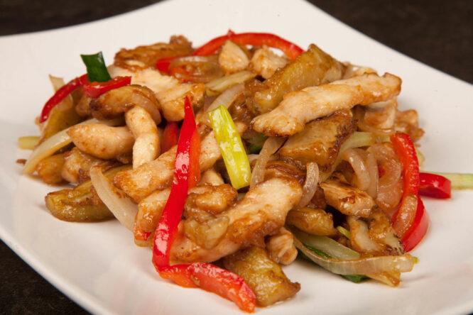 Pui cu vinete - Pui şi Raţă - Restaurantul cu specific chinezesc, KungFu King, cu livrare la domiciliu vă oferă cea mai bună mâncare chinezească din Bucureşti, fapt confirmat de clienţii noştri. Acum puteţi face comanda online şi vă puteţi, astfel, bucura de ofertele speciale oferite de restaurantul chinezesc KungFu King din Bucureşti.