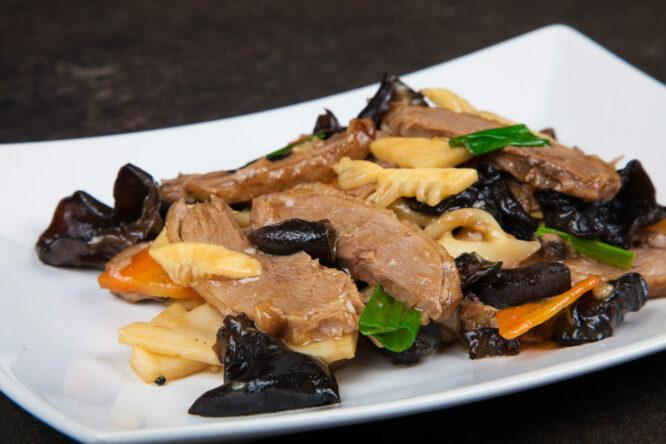 Raţă cu sos de stridii - Pui şi Raţă - Restaurantul cu specific chinezesc, KungFu King, cu livrare la domiciliu vă oferă cea mai bună mâncare chinezească din Bucureşti, fapt confirmat de clienţii noştri. Acum puteţi face comanda online şi vă puteţi, astfel, bucura de ofertele speciale oferite de restaurantul chinezesc KungFu King din Bucureşti.