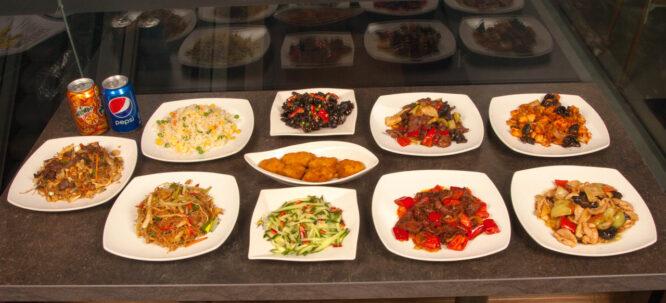 Meniu Family – Meniuri speciale - Restaurantul cu specific chinezesc, KungFu King, cu livrare la domiciliu vă oferă cea mai bună mâncare chinezească din Bucureşti, fapt confirmat de clienţii noştri. Acum puteţi face comanda online şi vă puteţi, astfel, bucura de ofertele speciale oferite de restaurantul chinezesc KungFu King din Bucureşti.