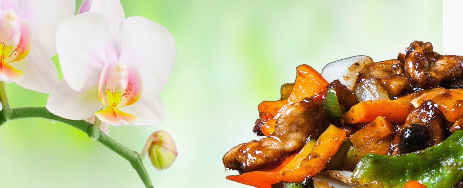 Porc pe plită încinsă, un preparat de porc absolut irezistibil, deosebit de gustos, ce îmbină aroma legumelor proaspete cu măiestria bucătarilor Huan, Noa şi Shu Shu şi bineînteles nelipsitele condimente chinezeşti.